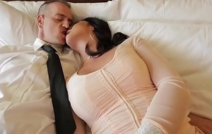 Busty ladyman Chanel Santini deepthroats her clients big blarney